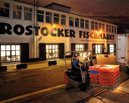 Rostocker Fischmarkt bei Nacht